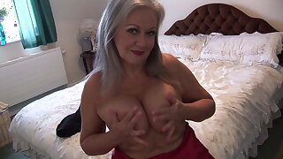 Busty gorgeous granny in goof plus stocking spreads